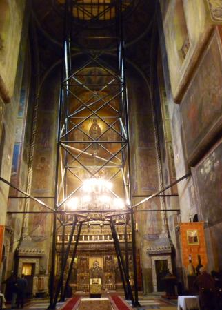 The iconostasis behind the chandelier and ugly metal scaffolding dormition of the theotokos cathedral the iconostasis behind the chandelier and ugly metal scaffolding aloadofball Gallery