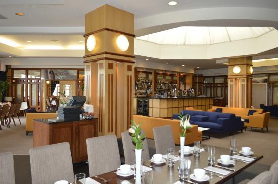 Golden Jubilee Conference Hotel: Lounge Bar