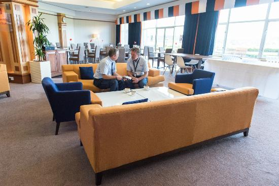 Golden Jubilee Conference Hotel: B Bar Cafe