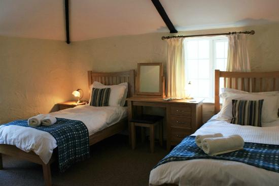 Nanplough Country House & Cottages: Pheasant's Walk second bedroom