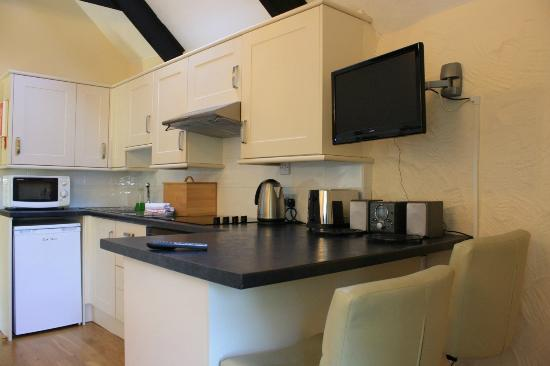 Nanplough Country House & Cottages: Woodpeckers Kitchenette