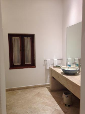 Casareyna Hotel: Baño limpio, con espectaculares amenidades.