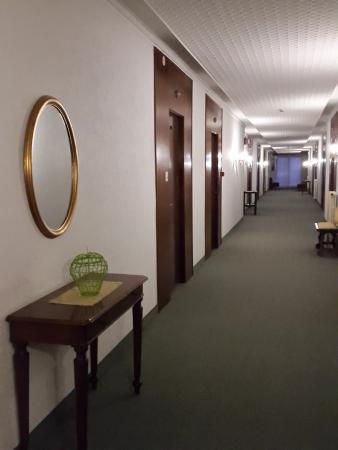 Hotel Grand Torino: camere e corridoio