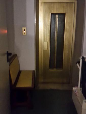 Hotel Grand Torino: dettagli limitrofi all'entrata della piscina coperta