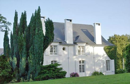 B&B Jurancon Pau - Clos Mirabel Manor, Holiday Lets, Jurancon, Pau with pool. Weddings and Event