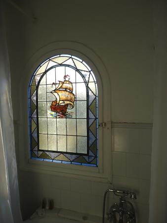 Can Casadella Real Leaded Glass Showcasing The Former Seafaring Nation