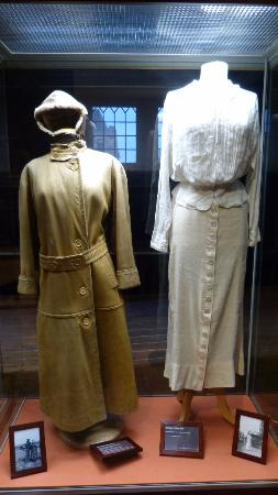 Veurne, Belgique : Outfit van Koningin Elisabeth