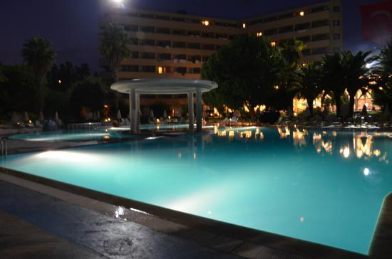 Hotel Ozkaymak Incekum: основной бассейн