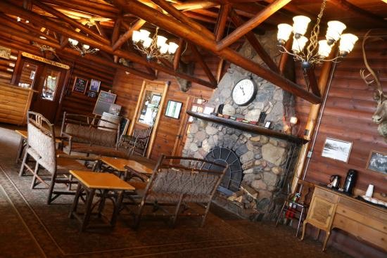 Ruttger's Bay Lake Lodge: Main Lodge, Fireplace lobby