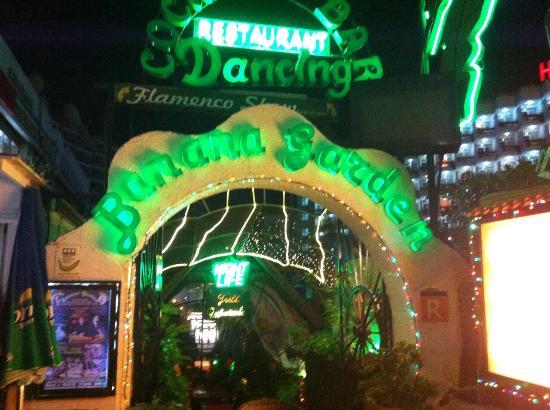 Banana Garden: Это единственное место, где можно потанцевать людям за 50...