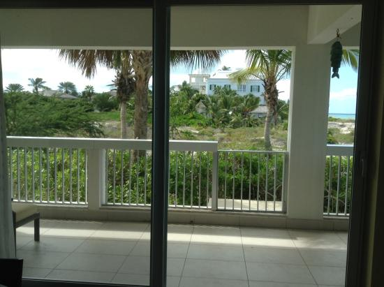 Le Vele Resort: Side balcony- path leads right to beach
