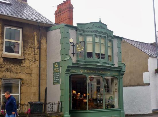 Menai-Bridge, UK: 42a Interiors & Antiques, Menai Bridge