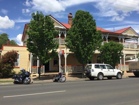 Killarney Hotel-Motel Photo