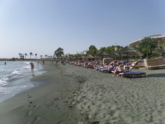 Mediterranean Beach Hotel: Plaża