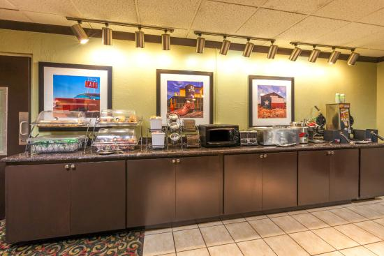 Baymont Inn & Suites Amarillo East: Breakfast area
