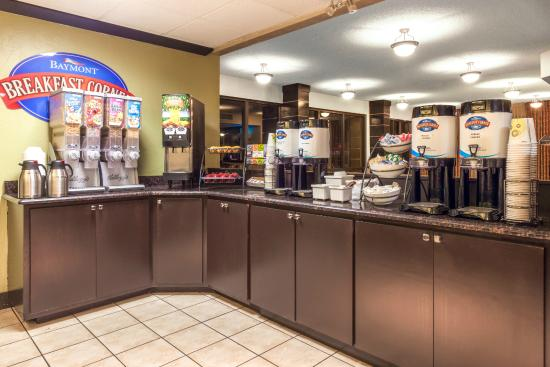 Baymont Inn & Suites Amarillo East: Breakfast corner