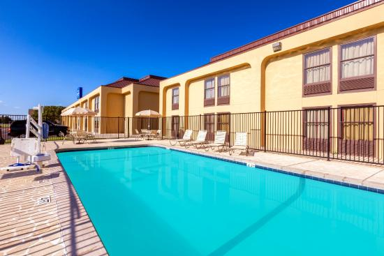 Baymont Inn & Suites Amarillo East: Pool