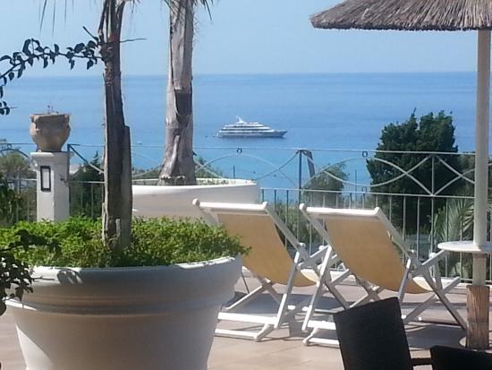 piscina terrazza solarium - Picture of Porto Ulisse, Parghelia ...