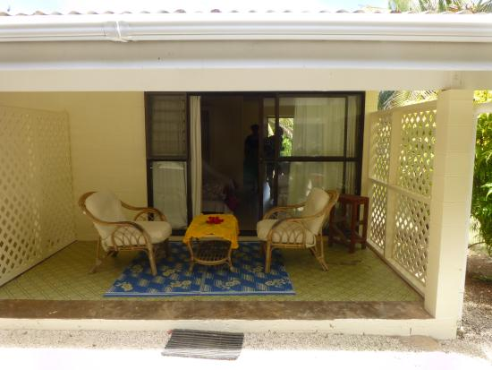 Mangaia, Isole Cook: Patio outside room