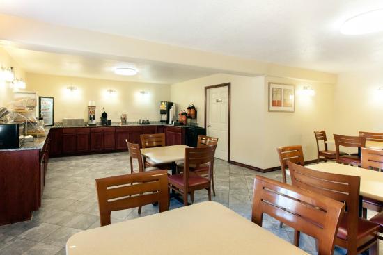 Days Inn by Wyndham Norman : Breakfast Room
