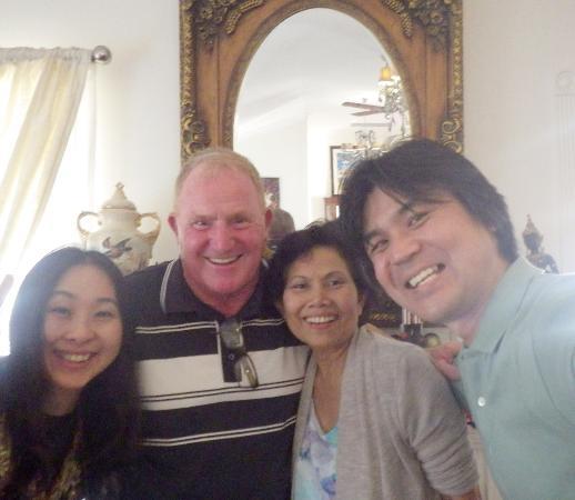 Katoomba Manor: ホストのJohnさんとsiphaと一緒にパチリ♪