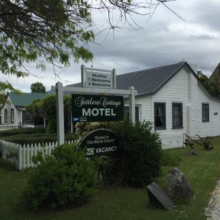 Settlers Cottage Motel: my home away from home - a classic motel