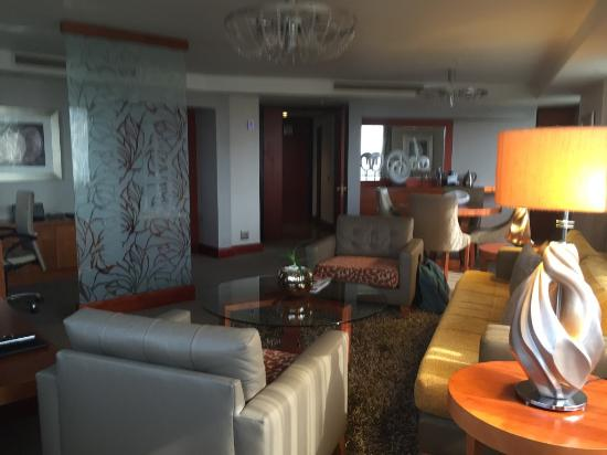 InterContinental Johannesburg Sandton Towers: Suite lounge room