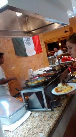 Viva Wyndham Maya - An All Inclusive Resort: dia de comida mexicana