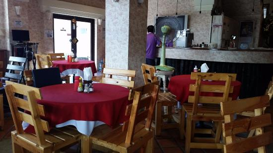 Nirvana Boutique Suites: Dining Room