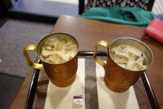 Ueshima Coffee Shop Amu Est: 흑설탕커피와 두유밀크커피
