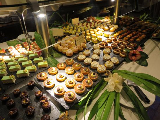 Faa'a, Polinesia Prancis: ビュッフェで用意されているスイーツ
