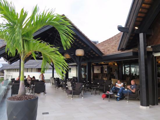 InterContinental Tahiti Resort & Spa: オープンのつくりで開放感があるロビー