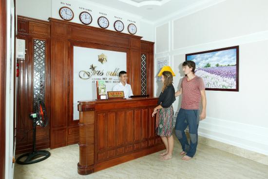 Iris Villa Hoi An: RECEPTION