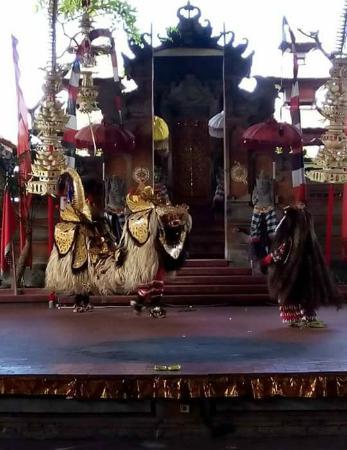 Stunning Bali Tours: barong and rangda the sacred dance