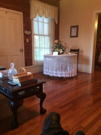 Fayette, AL: Living room into dining room