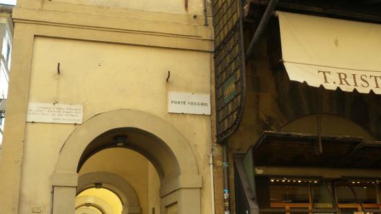 Ponte Vecchio: close
