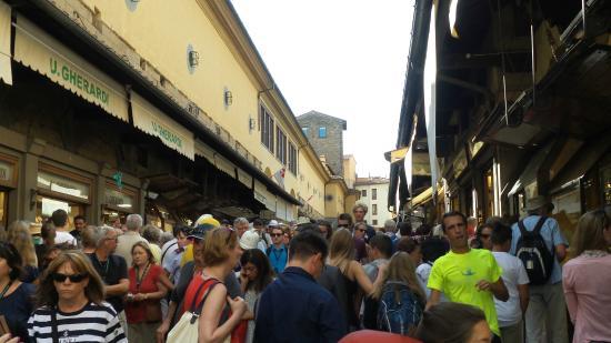 Ponte Vecchio: so busy
