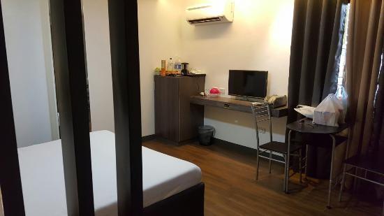 Renovated room in 950 condotel.
