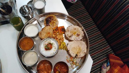 Hotel Panchavati: Gujarati Thali