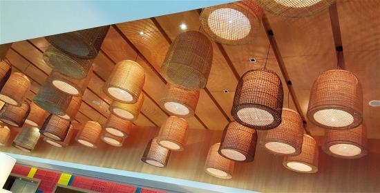 Amari Hua Hin: Aesthetic lighting at Mosaic Lounge for breakfast buffet.