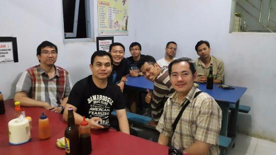 Tabalong, Indonesia: Suasana interior Bakso Kumis, cukup bersih & spacious
