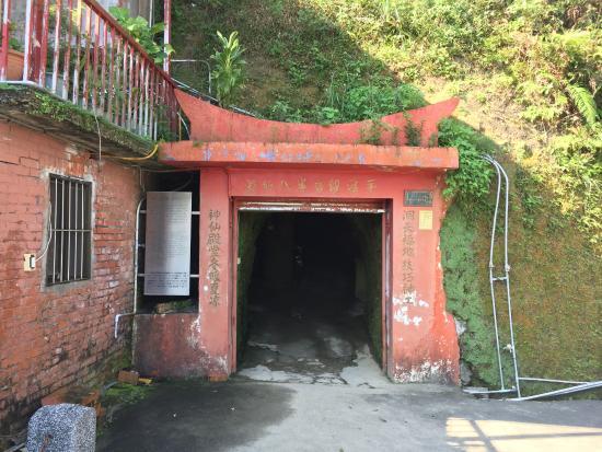 Pingci Guanyinyan Basian Cave