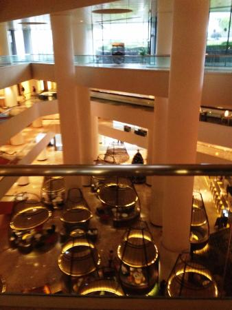 Pan Pacific Singapore: View from 4th floor to atrium