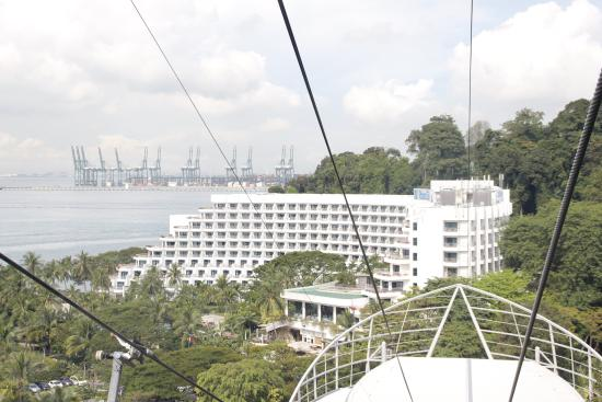 Singapore Cable Car (Sentosa): View of Shangri-La Raso Sentosa