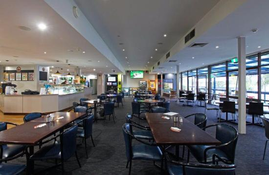 Mariners on the Waterfront: bar and restaurant