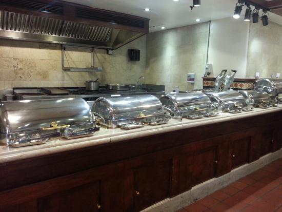 Dorsett Grand Subang: Buffet restaurant