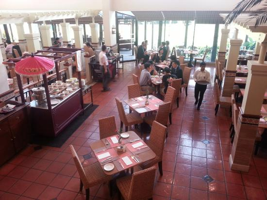Dorsett Grand Subang: Restaurant