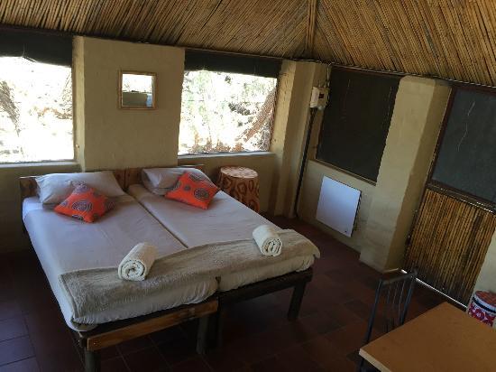 Kalahari River & Safari Co: 2 sleeper rustic hut