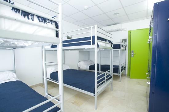 Youth Hostel 4YOU: Habitacion 6pax