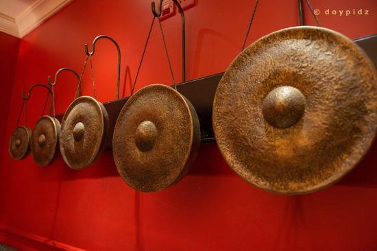 Thai Thai Restaurant: gongs
